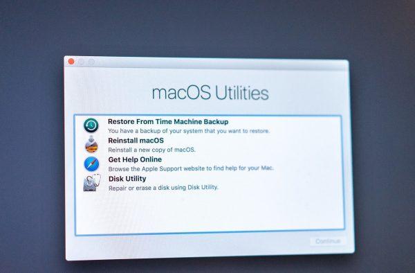 Formatação-Instalação-iMac-Macbook-Assistência-Especializada-Apple-1-600x394 iClubFix Especializada Apple